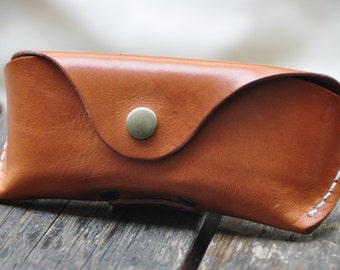 Glasses case for Wayfarer Clubmaster sunglasses case veg tan un-dyed leather Handmade by Celyfos®