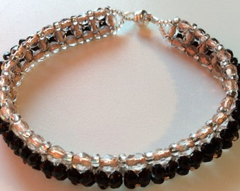 Bella bracelet is woven by hand with and bicones and the Czech rock. Its flexibility makes it very pleasant to wear.