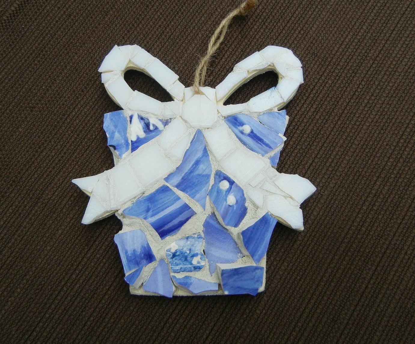 Christmas ornament mosaic gift box