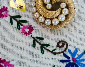 1960s mid century vintage PEARL Jewelry Brooches Brooch Vintage Trifari gold pin