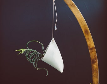 Porcelain Hanging Planters for the Modern Rustic Home // Saber Design