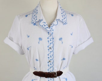 SALE - Vintage 90s Womens White Floral Embroidered Short Sleeved Summer Shirt
