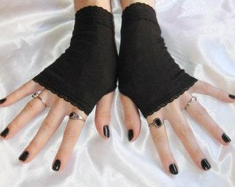 Black Arm Warmers Fingerless gloves - Obscurité - Wrist cuffs gothic glove goth burlesque belly dance vampire Victorian lace nior edwardian