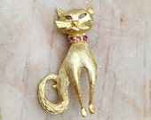 Vintage Gold Tone Cat Brooch with Pink Rhinestone Embellished Collar
