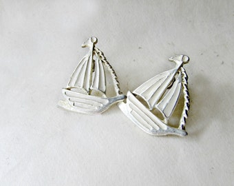Vintage Sailboat Earrings. Nautical Jewelry. Cream and Light Gold Enamel Earrings. Vintage Stud Earrings. Summer Sail Boat Gifts for Her.
