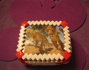 WHITE and RED TINKET Box with Lions
