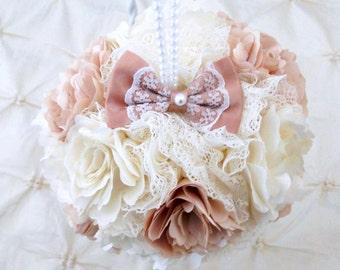 Custom Brooch Flower Ball Choose Your Colors Pomander Broach Bridesmaid Flower Girl Bouquet Fabric Kissing Ball Pew Decoration Centerpiece