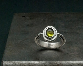 Peridot Ring, Sterling Silver Solitaire Green Peridot Ring, Statement Ring Size 8, Cocktail Ring, August Birthstone, Fine Peridot Jewellery
