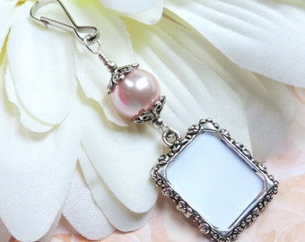 Bridal bouquet photo charm. A small picture frame for wedding bouquets. Pink pearl memorial photo charm. Bridal shower gift for the bride.