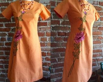 Women's Vintage/Retro 1960's Linen Embroidered Short Sleeve Wiggle Dress