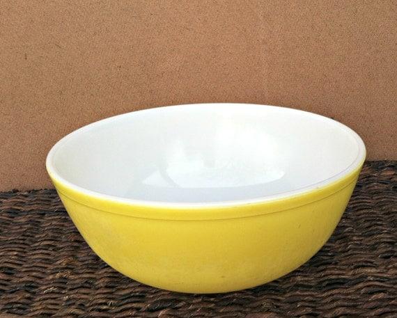 Vintage yellow Pyrex mixing bowl