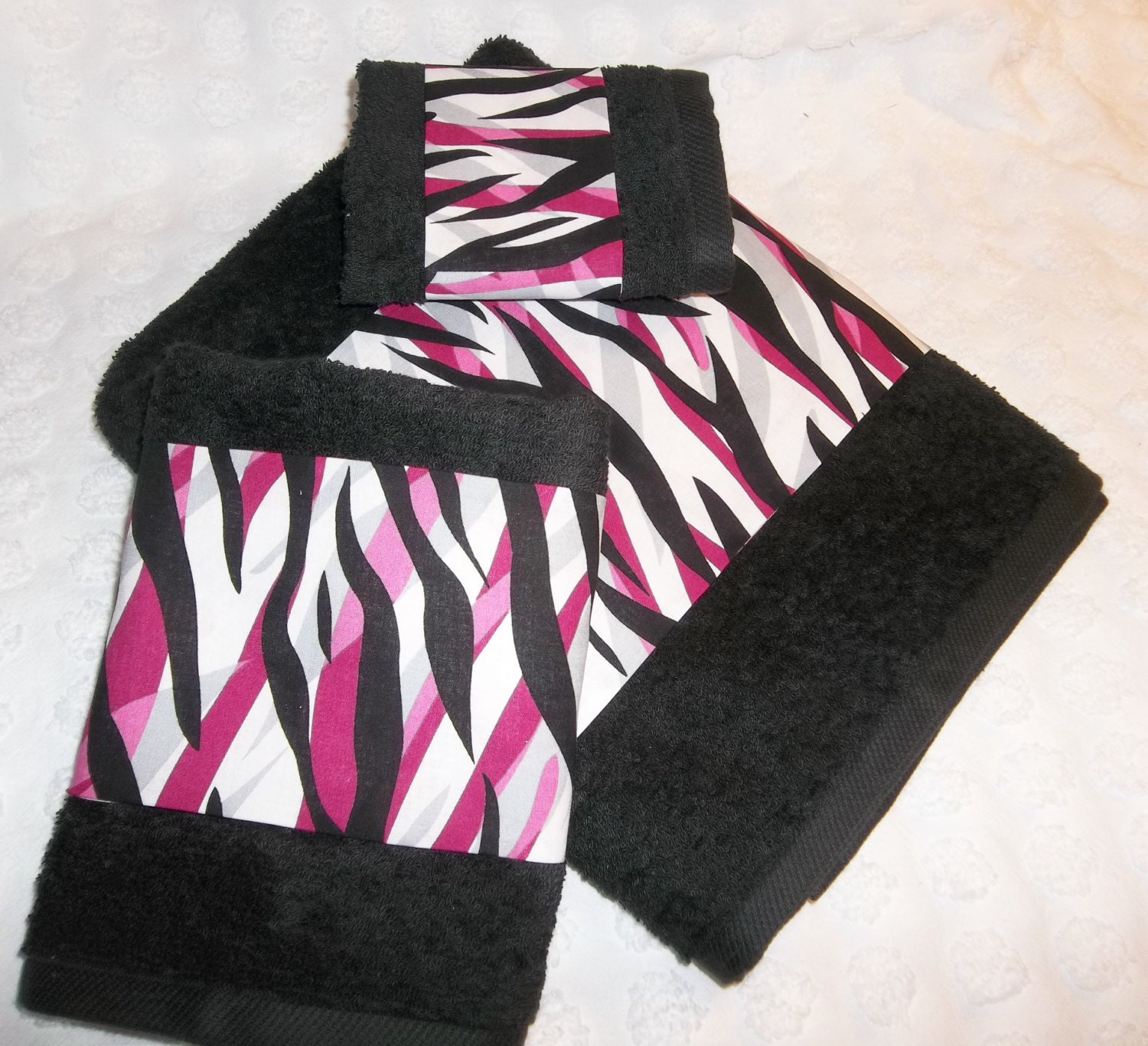 Bath Towel Sets Black And White: Black Hot Pink White Bath Towel 3 Piece Set Bath Decor BlaCK