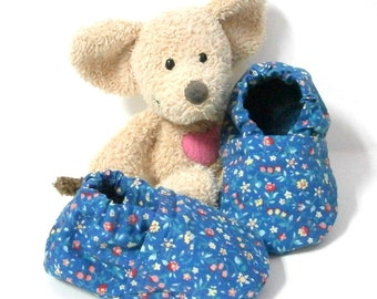Blue baby slippers handmade of cotton fabric with flowers 3 monthsTricotmuse