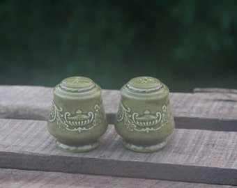 """Green Cannonsburg Pottery Salt and Pepper Shakers """"Regency"""" Pattern"""