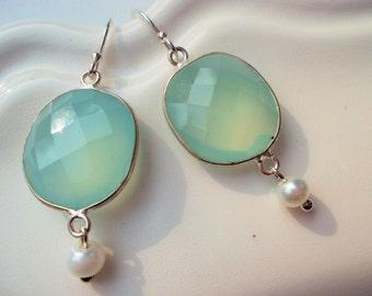 Gemstone earrings with green chalcedony hanging earrings 925 silver pearls