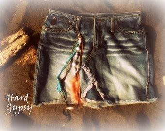 gypsy [ˈdʒɪpsɪ] traveller, roamer,wanderer, Bohemian, rover, rambler, nomad, vagrant, Romany, vagabond Denim skirt Size 7 Peach feathers HOT
