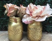 Glitter Mason Jars. Gold Mason Jars. Painted Mason Jars. Wedding Decor. Glitter Centerpieces. Wedding Centerpieces. Home Decor. Room Decor.