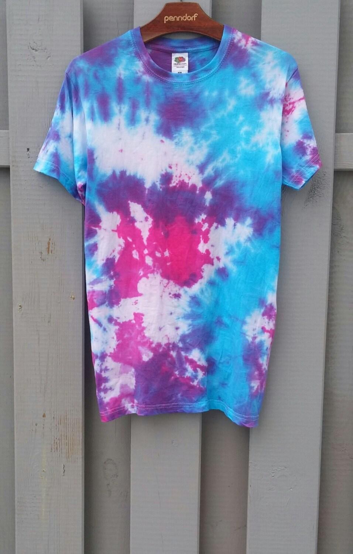 galaxy tie dye shirt helle farben blau pink von spacyshirts auf etsy. Black Bedroom Furniture Sets. Home Design Ideas