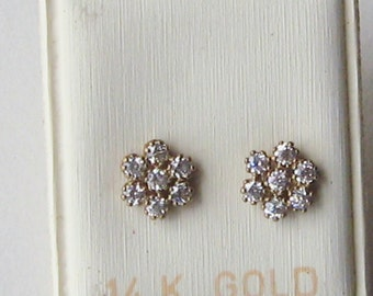 Stud earrings vintage flower shaped clear cubic zirconia 8mm W,14k gold post and fastener in excellent unused condition.