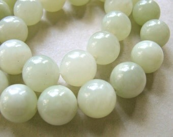 Serpemtine beads, 13 beads, pale green, 12mm - #27