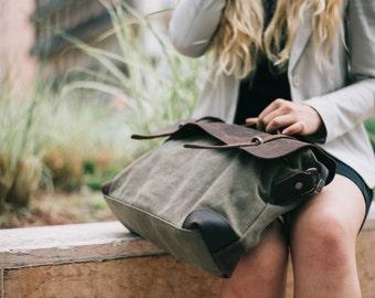 Everyday companion Messenger bag Green