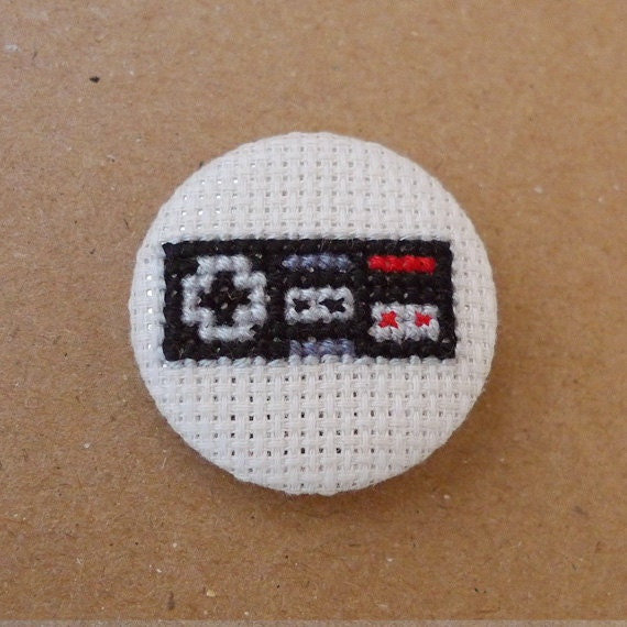 Nintendo Nes cross stitch 31mm pinback button - Embroidered geek brooch