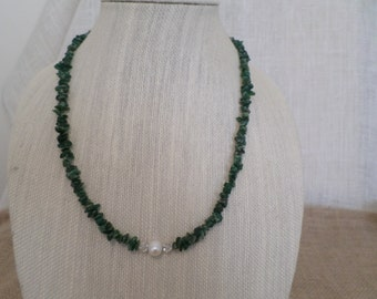 adventurine necklace with a cultured fresh water pearl