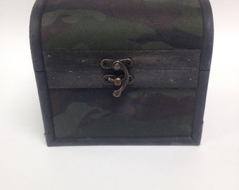 Small essential oil camo box with arched lid. Holds 12 15ml bottles  and/or roller bottles                       case/shelf/rack/box/storage