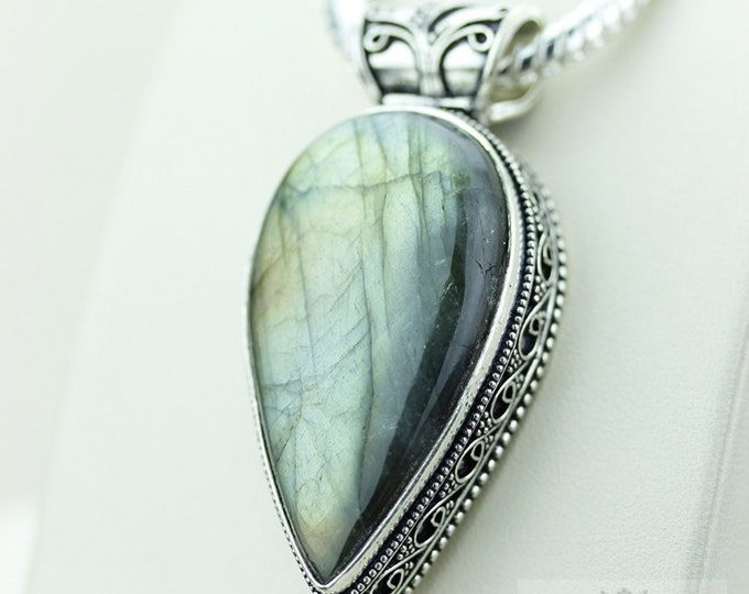 LABRADORITE with Rounded Bail 925 S0LID Sterling Silver Vintage Style Setting Pendant + 4mm Snake Chain & Free Worldwide Shipping p2548