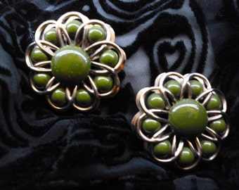 Gorgeous vintage green flower earrings- RARE FIND!