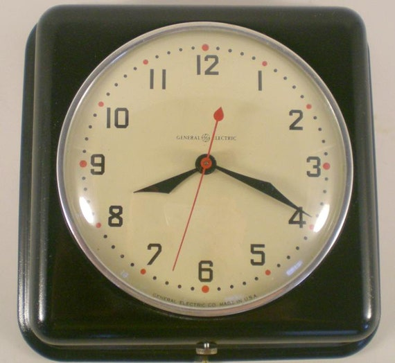 Retro Electric Kitchen Wall Clocks: Vintage 1943 Restored General Electric GE/Telechron 2H08
