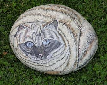 Personal portrait of stone-custom cat animal portrait on a stone