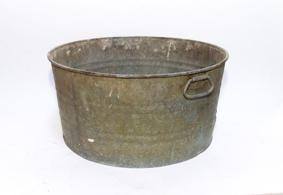 Antique wash pot large metal round galvanized wash tub rustic for Old metal wash tub