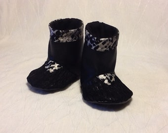 Baby boots, size 3 to 6 months.