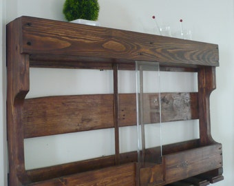With centre Plexiglas wall wine rack