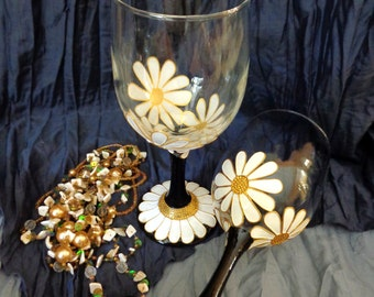 Wine Toasting glasses Set of 2 Camomiles Glass painting