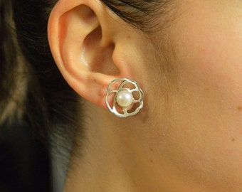 Earrings sterling silver with cultured pearls button