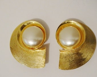 """Vintage Gold tone Clip-on Pearl Earrings. Size 2"""" x 1.5""""."""
