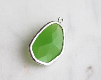 A2-062-R-AP] Apple Green / 11 x 27mm / Rhodium plated / Glass Pendant / 1 piece(s)