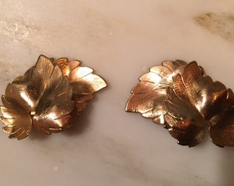 Vintage gold tone leaf clip earrings