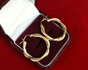 10 K Yellow Gold Beautiful Hoop Earrings. 2.8 gm.