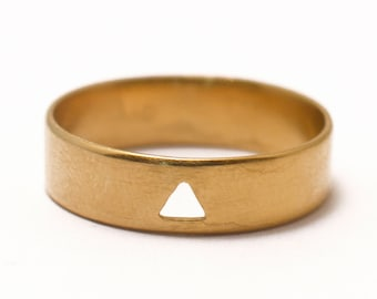 Ring in yellow golden vermeil 24 carats with cut motive triangle