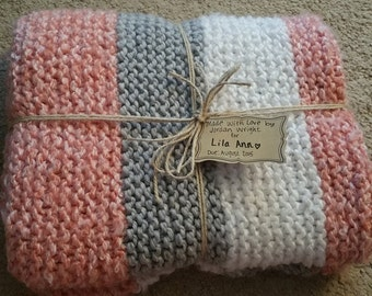 Knit baby blanket for girls