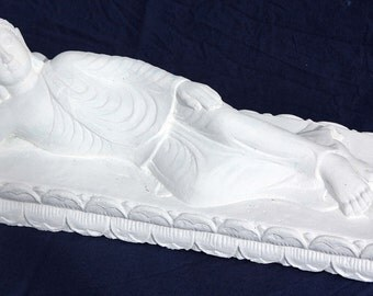 This Buddha figurine - stone cast decoration for home and garden!