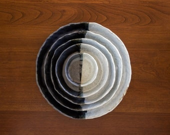 Black and White Pinched Circle Nesting Dishes