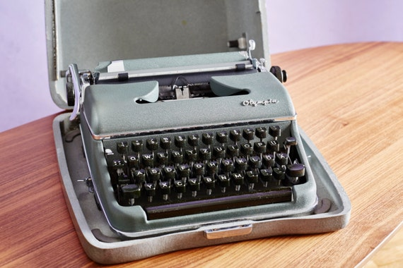 saleolympia reise schreibmaschine original 60er jahre. Black Bedroom Furniture Sets. Home Design Ideas