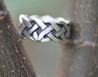 Sterling Silver Celtic Knot Band Ring Size 7.5 - 8.3g - ES 258