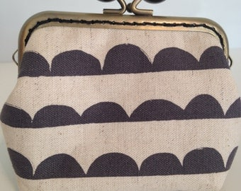 Black and Cream Purse with Black Kiss Clasp