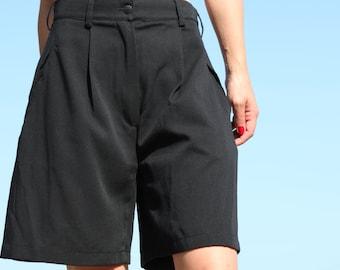 Black vintage vermuda shorts.size I 40