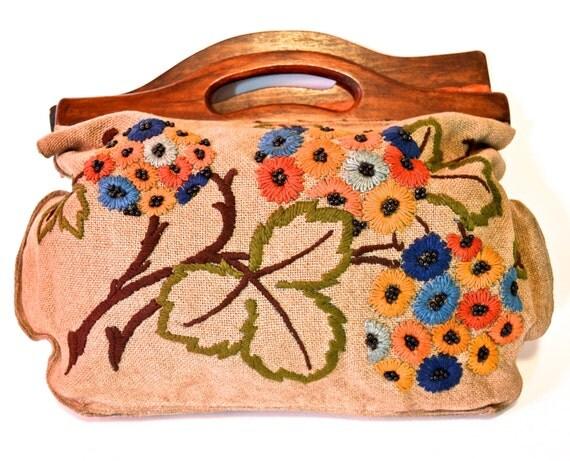 Vintage Knitting Bag : Vintage knitting bag with wooden handles and flower design